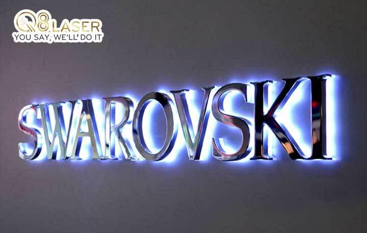 Biển quảng cáo chữ nổi đèn Led ánh sáng hắt chân