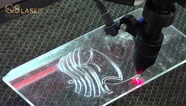 khắc laser kính thủy tinh