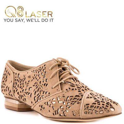 Khắc laser lên giày đẹp