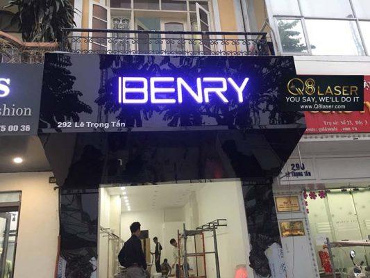 biển quảng cáo shop quần áo