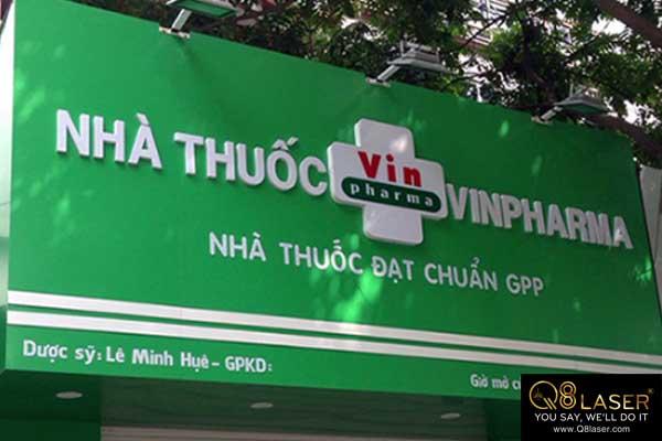 biển hiệu quảng cáo màu xanh lá cây