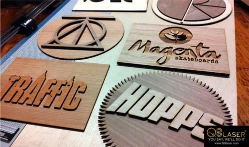 Cắt chữ gỗ lên khung tranh