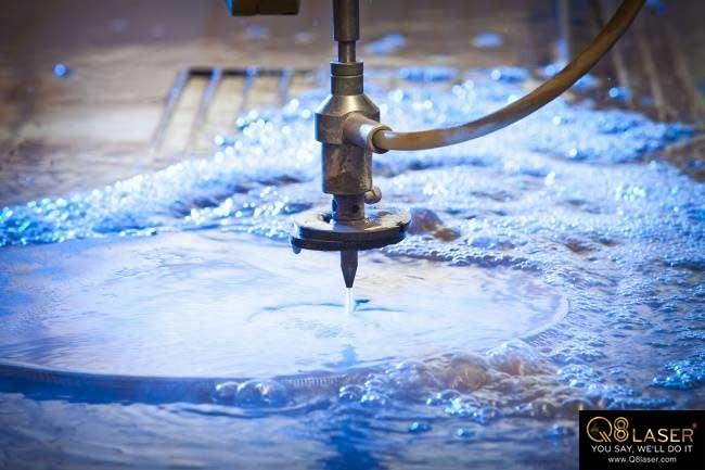 cắt sắt bằng tia nước
